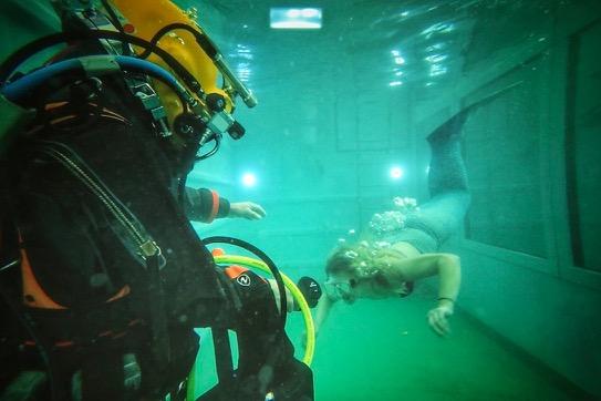 Ufra Schweinfurt Meerjungfrau Mermaid Tauchcontainer Wassersportschule Kozlowski