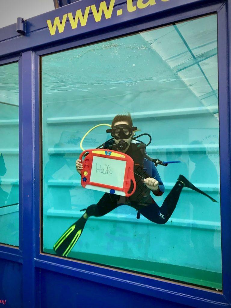 Ufra Schweinfurt Tauchen Taucherin Diving Tauchcontainer