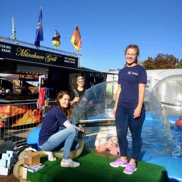 Aqua Zorbing Team auf dem UFRA Gelände