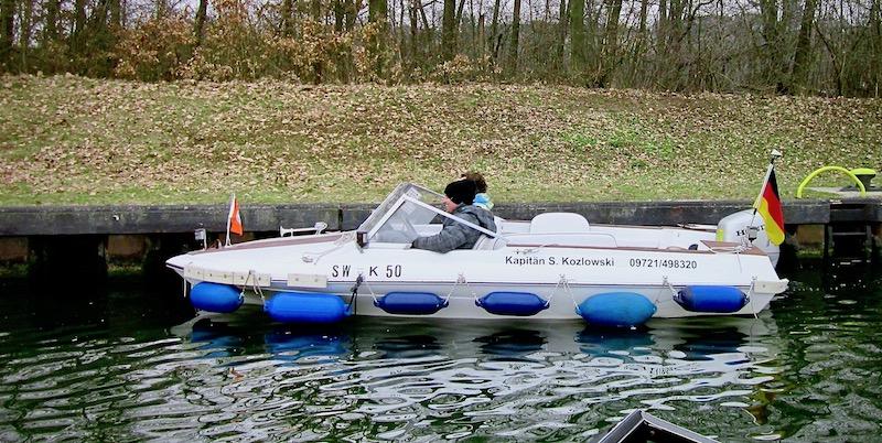 Motorboot bei Fahrstunde Sportbootführerschein Wassersportschule Kozlowski